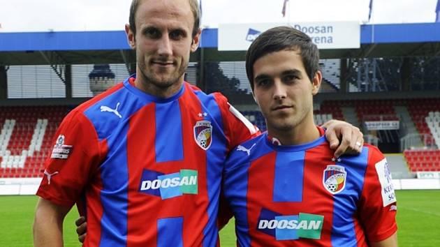Roman Hubník (vlevo) a Martin Pospíšil se představili coby nové posily FC Viktoria Plzeň.