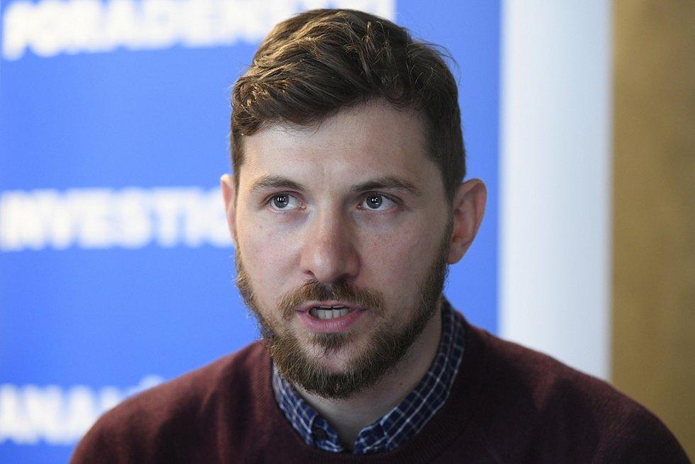 Šéf Transparency. Právník Petr Leyer (35) je ředitelem české pobočky Transparency International od listopadu loňského roku. Už od roku 2011 pracoval ale v její právní poradně a v posledních letech byl jejím šéfem.