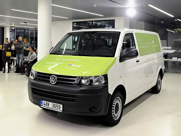 Společnost Porsche Česká republika věnovala handicapovaným sportovcům vůz Volkswagen Transporter.