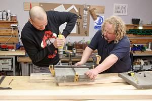 Receptář prima nápadů ukázal, jak si vyrobit bytelnou lavičku