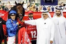 Vítězům nejbohatšího dostihu blahopřeje dubajský emír Mohammed bin Rashda Al Maktoum