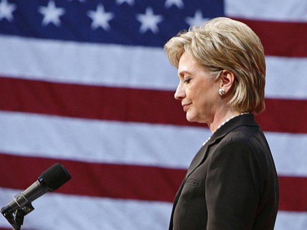 Hillary Clintonová se často velmi nevybíravě pouštěla do Baracka Obamy. Teď naopak vyzývá Američany, aby mu ve volbách dali svůj hlas.