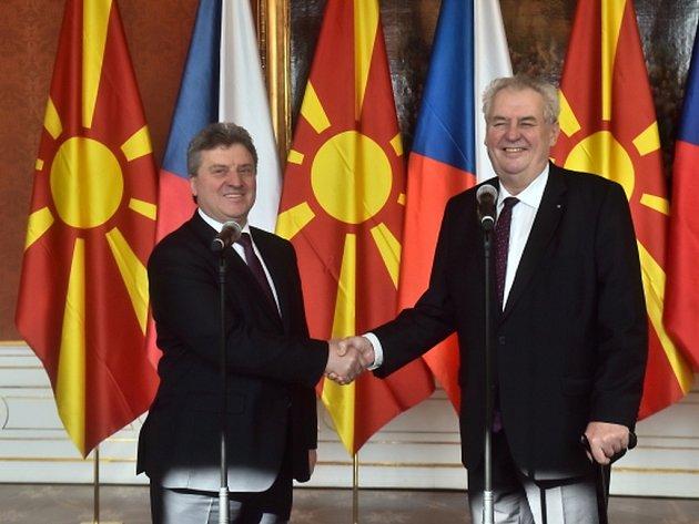Prezident Miloš Zeman na počátku června navštíví Makedonii. Řekl to při dnešním setkání s makedonským protějškem Ďorgem Ivanovem, kterého přijal na Pražském hradě.