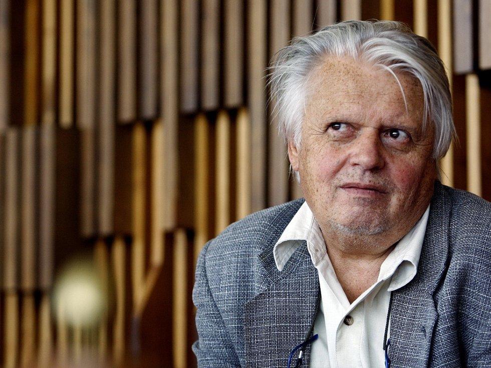 Režisér Hynek Bočan.