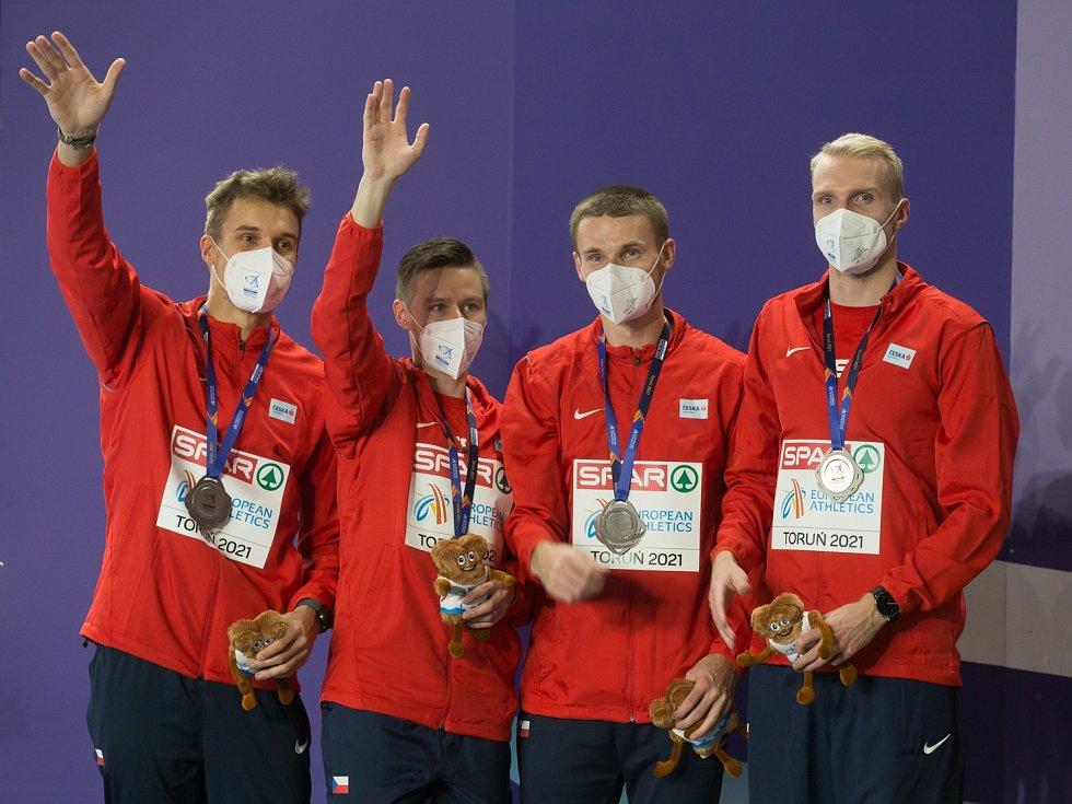 Stříbrné kvarteto. Pod rouškami se skrývají obličeje (zleva) Víta Müllera, Pavla Masláka, Michala Desenského a Patrika Šorma.