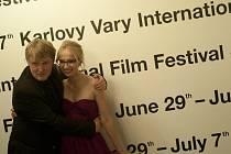 Režisér Polskiho filmu Marek Najbrt s herečkou Janou Plodkovou před tiskovou konferencí k uvedení snímku na festivalu v hlavní soutěži.