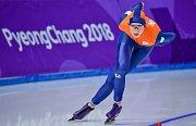 Smůla Annouk van der Weijdenové. Dlouho se držela na medailové pozici, než jí naděje vzaly Sáblíková a Voroninová.