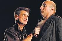 Miroslav Noga a Peter Šimun v inscenaci Shakespearova Othella