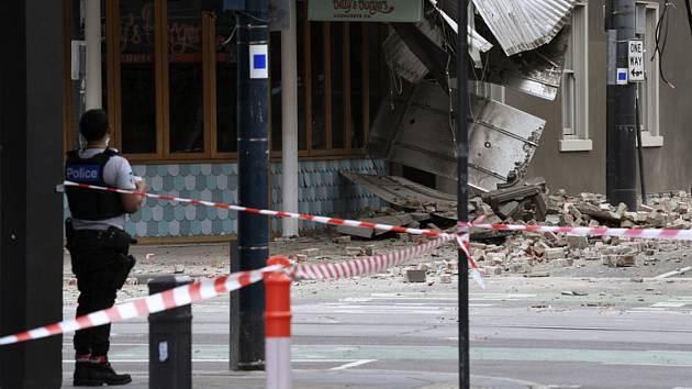 Australský stát Viktorie zasáhlo silné zemětřesení. Na snímku poničená budova v Melbourne
