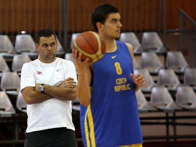 Kouč české reprezentace Pavel Budínský (vlevo).