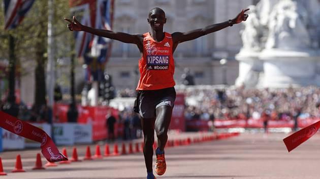 Světový rekordman Wilson Kipsang zvítězil v londýnském maratonu v roce 2014 nejlepším časem v historii závodu 2:04:29 hodiny.