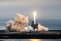 Z mysu Canaveral odstartovala raketa Falcon 9 společnosti SpaceX