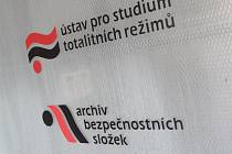 Logo Ústavu pro studium totalitních režimů (ÚSTR)