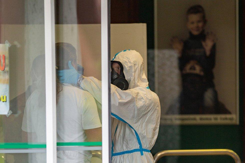 Na Dole Darkov na Karvinsku pokračovalo 23. května 2020 plošné testování zaměstnanců v souvislosti s nákazou covidem-19