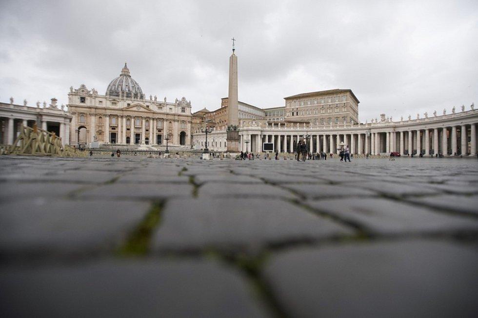 Náměstí sv. Petra ve Vatikánu na snímu z 6. března 2020