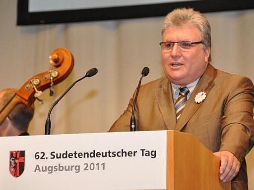 Předseda sudetoněmecké organizace Franz Pany zahájil 11. června v Augsburgu 62. sudetoněmecký sjezd.