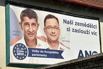 Ivan Jančárek a Andrej Babiš na předvolebním billboardu hnutí ANO - Volby do Evropského parlamentu.