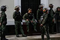 Venezuelští poslanci opouštějí parlament po devítihodinovém obléhání
