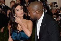 Americký rapper Kanye West se příští týden ožení s herečkou Kim Kardashianovou.