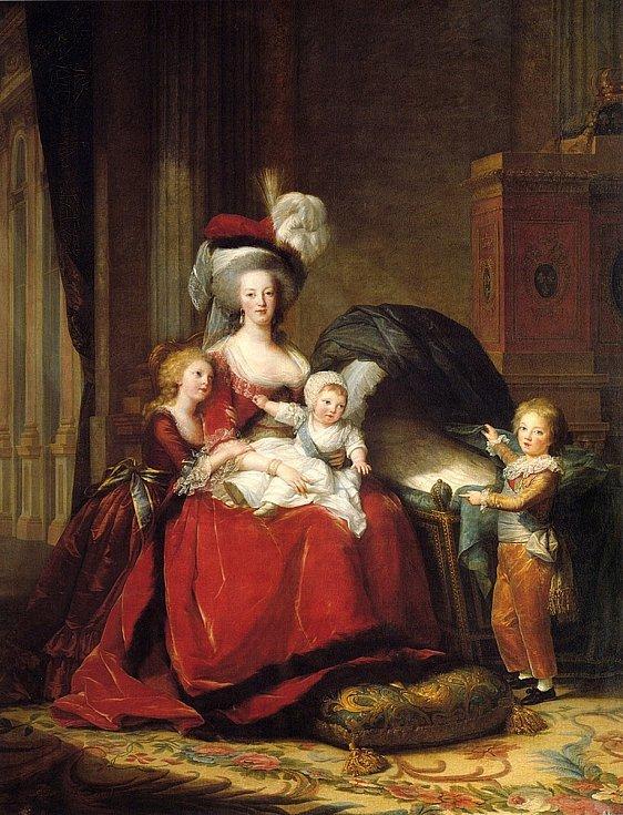 Marie Antoinetta s dětmi. Celkem měla francouzská královna čtyři potomky, nejmladší dcera zemřela ve věku několik měsíců. Na malbě na její smrt odkazuje právě prázdná kolébka. Dospělosti se dožilo pouze jedno z dětí, nejstarší Marie Thérèse. Autorkou malb