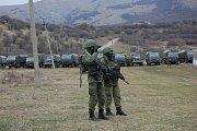 """Neidentifikovatelní """"zelení mužíčči"""", kteří obsazovali v roce 2014 Krym pro Rusko."""