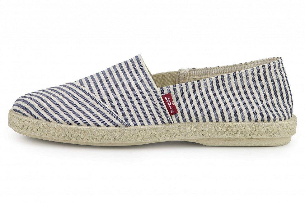 Levi's, 949 Kč - Espadrilky jsou ideální letní obuví na delší procházky