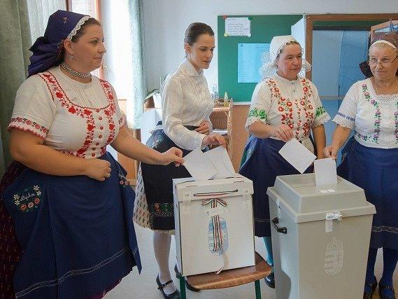 Na 95 procent maďarských voličů dnes v referendu odmítlo kvóty na rozdělování migrantů mezi členské země EU.