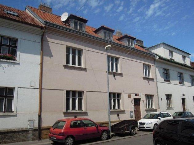 Nupacká ulice v Praze 10, kde radnice nabízí viladomy k prodeji formou e-aukce.