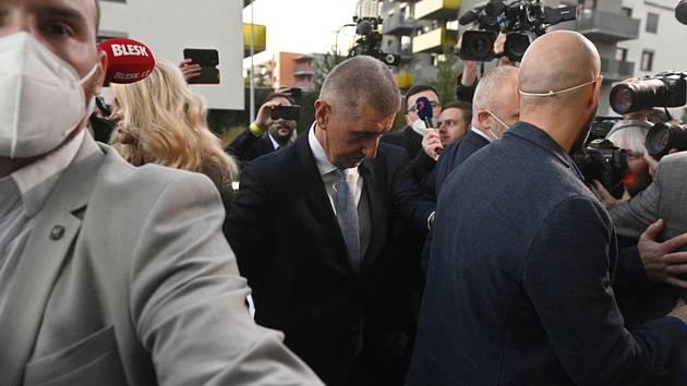 Premiér a předseda hnutí ANO Andrej Babiš přichází do volebního štábu hnutí během voleb do Poslanecké sněmovny, 9. října 2021, Praha