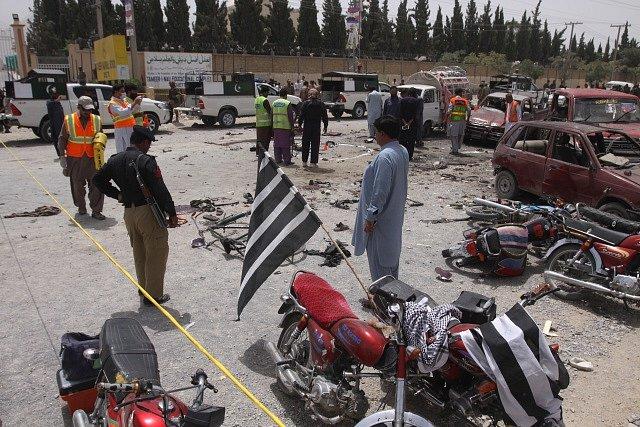 Volby v Pákistánu doprovodil teroristický útok.