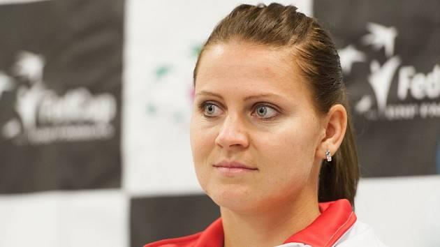 Z blondýny bruneta. Lucie Šafářová přijela do Ostravy k semifinále Fed Cupu s novým přelivem.