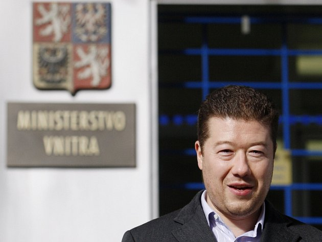 Podnikatel a senátor Tomio Okamura předložil ministerstvu vnitra svou přihlášku na prezidenta.