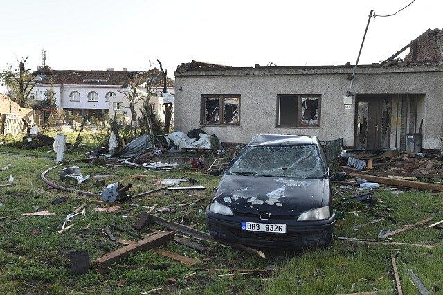 Děsivý pohled za denního světla. Takto vypadá Moravská Nová Ves několik hodin po řádění tornáda.