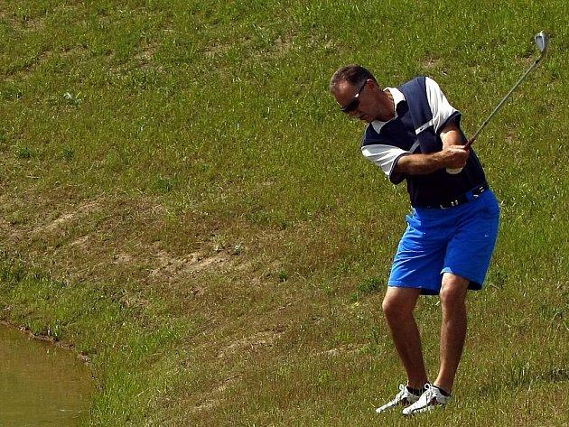 Slavomír Lener se s golfovou holí umí otáčet.