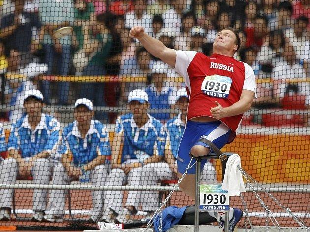 Paralympijský vítěz v disku Rus Alexej Ašapatov.