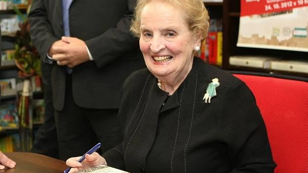 Poslední kniha Madeleine Albrightové Pražská zima se u nás i ve Spojených státech stala bestsellerem.