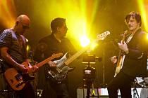 Kapela Chinaski s frontmanem Michalem Malátným vystoupila s koncertem k 20. výročí kapely v pražské O2 Areně.