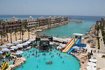 Pohled na hotelový komplex v egyptské Hurgadě - Ilustrační foto