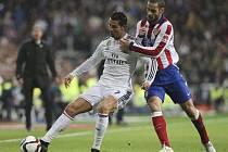 Cristiano Ronaldo z Realu Madrid (vlevo) a Mario Suárez z Atlétika.