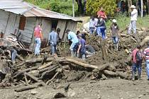 Sesuvy půdy v Kolumbii zabily desítky lidí.