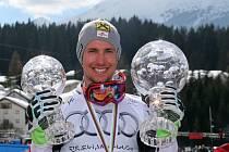 Marcel Hirscher s velkým křišťálovým glóbem pro celkového vítěze Světového poháru.