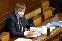 Ministr zahraničních věcí Tomáš Petříček (ČSSD) na schůzi Poslanecké sněmovny 17. června 2020 v Praze