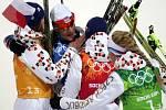 Radost. Čeští biatlonisté (zleva) Veronika Vítková, Ondřej Moravec, Jaroslav Soukup a Gabriela Soukalová vybojovali na olympijských hrách v Soči ve smíšené štafetě stříbro.