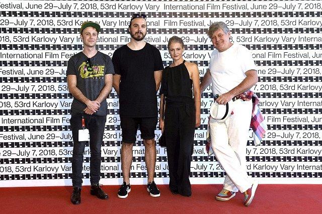 Aktéři filmu Domestik. Herec Jiří Konvalinka, autor Adam Sedlák a herci Tereza Hofová a Miroslav Hanuš.