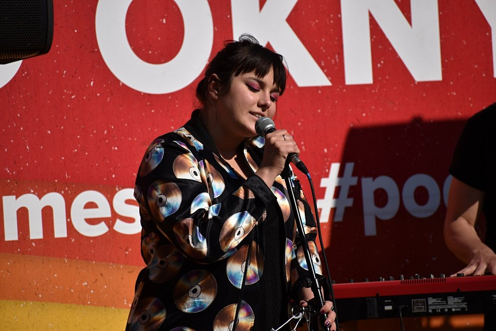 Neopakovatelný hlas a energie na pódiu zEwy Farne udělaly jednu z nejpopulárnějších zpěvaček v Česku i vPolsku