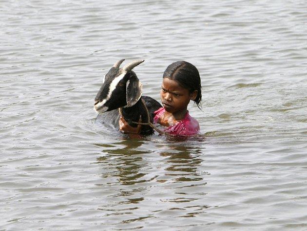 Velké oblasti indického státu Bihár se změnily v obří jezero.