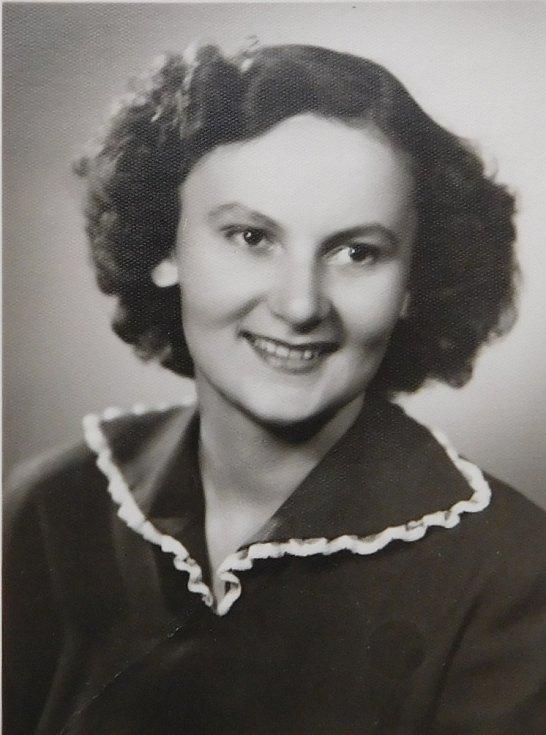 Květoslava Bartoňová, rozená Axmanová jako studentka.