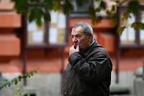 Soudy projednávaly případ komunistického exposlance Josefa Vondrušky. Podle obžaloby na začátku 80. let, kdy působil ve věznici v Minkovicích u Liberce, měl bít politického vězně Jiřího Wolfa.