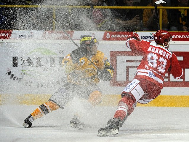 Šesté finále: Litvínov - Třinec a Filip Pavlík vs. Martin Adamský