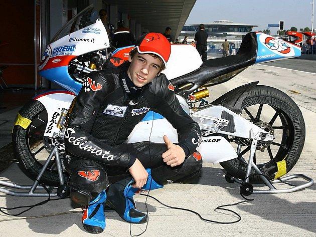 Lukáš Šembera pózuje s motocyklem své nové stáje Matteoni Racing.